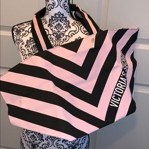 NWT Large Victoria Secret Tote in Black & Pink!